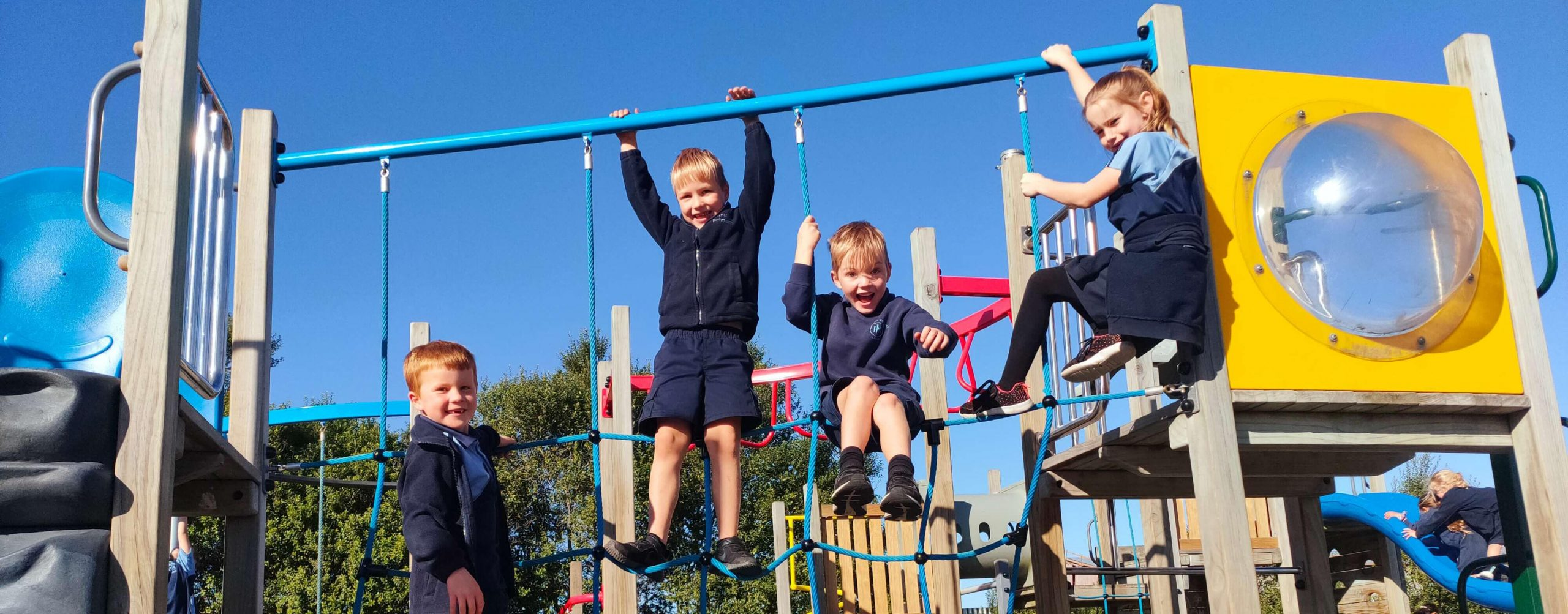 4 Papanui Primary students playing on climbing ropes
